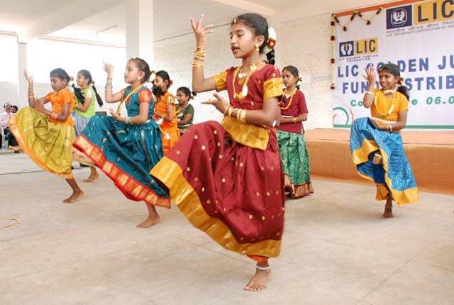 isha-vidhya-12