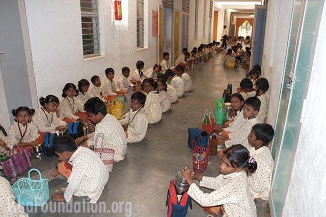 isha-vidhya-lic-golden-jubilee-funds-ceremony-02